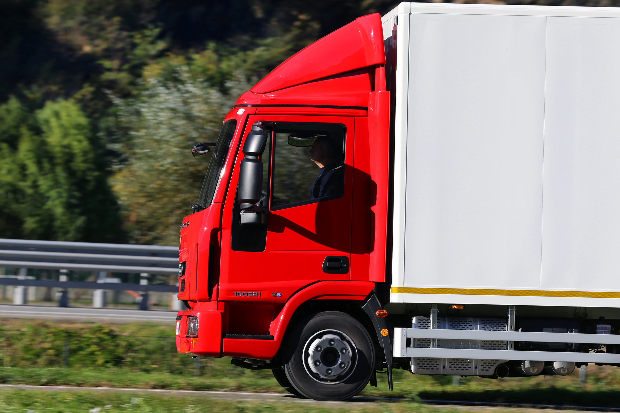 Comprar camiones usados: razones y ventajas